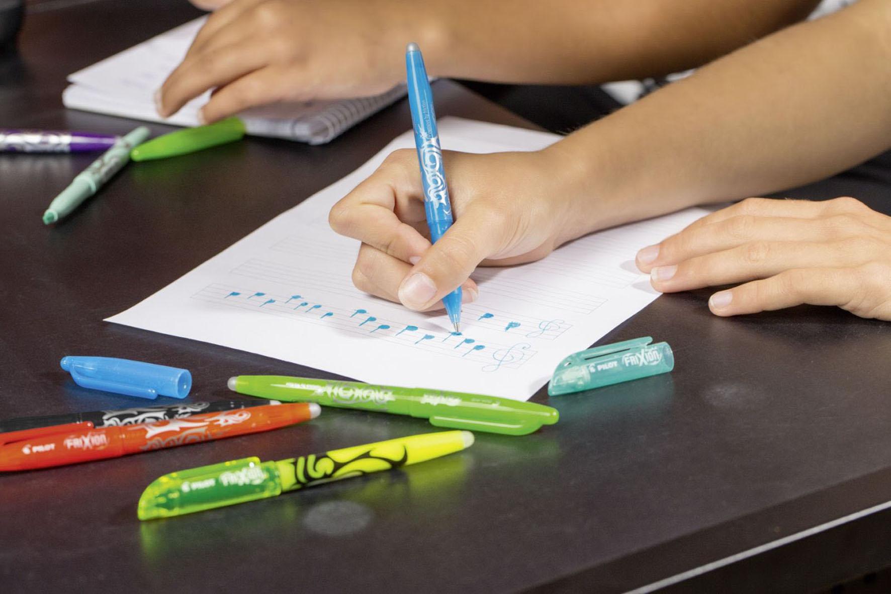 Kinder beim Schreiben - Lernmotivation