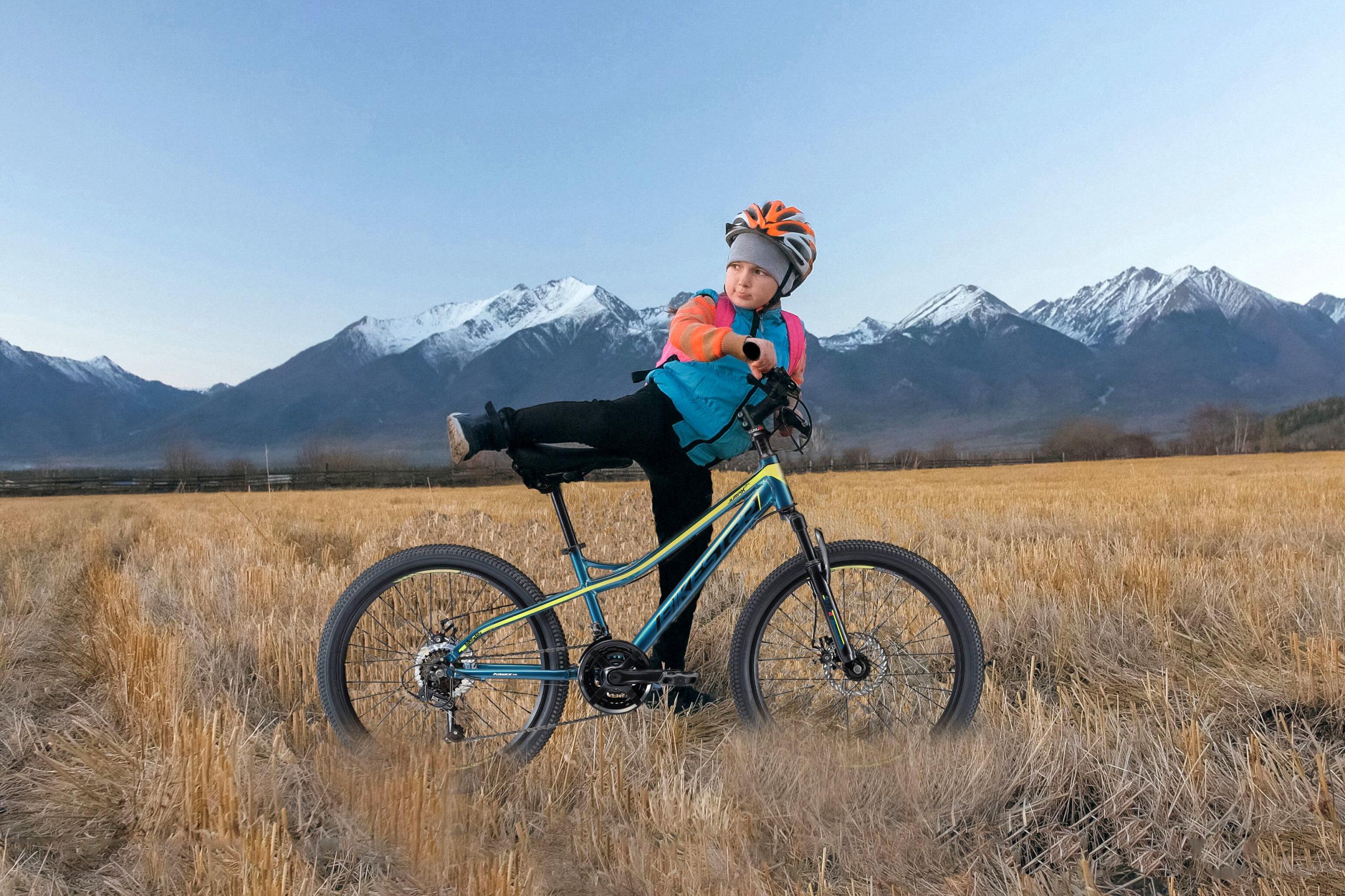 Ein Mountainbike unter dem Tannenbaum