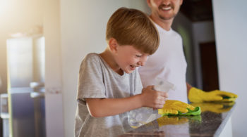 Putzen mit Hausmitteln kann auch Spass machen